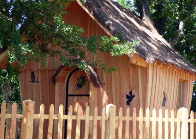 cabane-bois-ecureuil-normandieP1030782